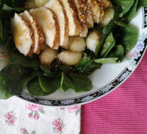Tiempo de ensaladas: ensalada de espinacas, pollo y melón